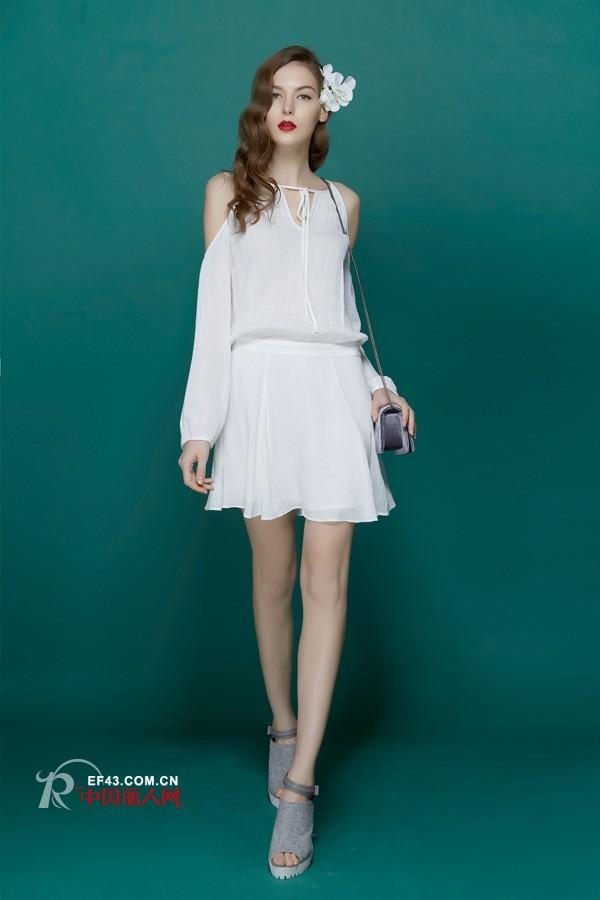 夏天白色连衣裙配什么颜色鞋子